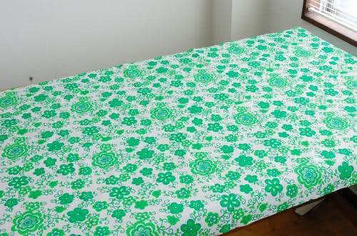 スウェーデンで見つけたレトロなお花模様のテキスタイル(グリーン)の商品写真