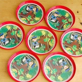 スウェーデンで見つけたブリキのコースター7枚セット(クマと男の子)の商品写真