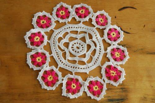 スウェーデンで見つけた手編みドイリー/サークル(ピンク×ホワイト)の商品写真