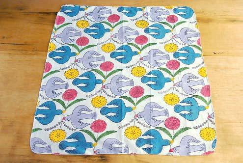鹿児島睦デザイン/ハンカチ/鳥と花(カラー)の商品写真