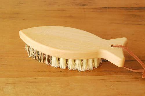 REDECKER/レデッカー社/ベジタブルブラシ(魚型)の商品写真