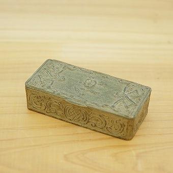 スウェーデンで見つけた古い金属製の小箱の商品写真