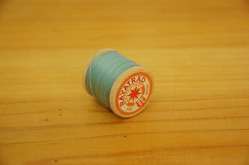 スウェーデンで見つけた糸巻き(水色)の商品写真