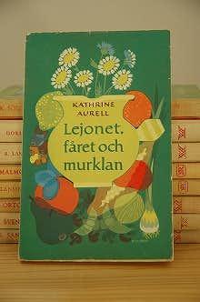 スウェーデンで見つけた古い本(ペーパーバック)の商品写真