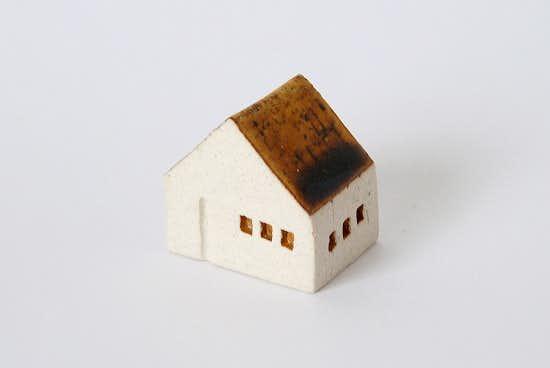 よしおかれい/家のオブジェ/ブラウンの屋根・民家(M)の商品写真