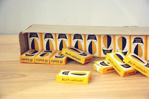 スウェーデンで見つけた可愛いパッケージシリーズ/古い詰め替え用の剃刀の刃セット(ボックス入り)の商品写真