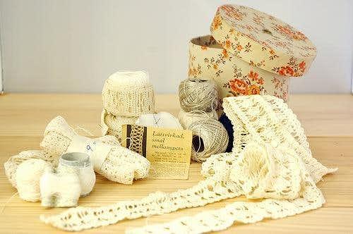 スウェーデンで見つけた手編みのレースの詰め合わせ(レース手編み用の糸&ボックス付き)の商品写真