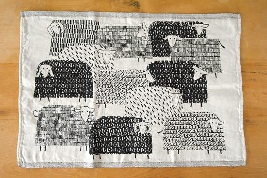 LAPUAN KANKURIT/ラプアン・カンクリ/キッチンタオル/PAKAPAAT/ひつじ/ブラック×ホワイトの商品写真