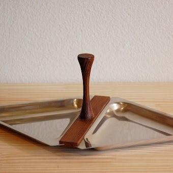 デンマーク製/チーク材の持ち手が魅力的なステンレストレーの商品写真