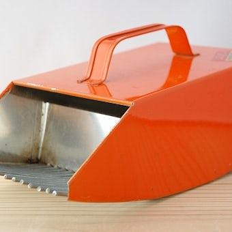 スウェーデンで見つけたブルーベリー摘みの道具の商品写真