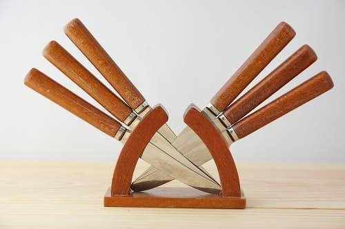 スウェーデンで見つけたカトラリーセット(木製の台付き)の商品写真