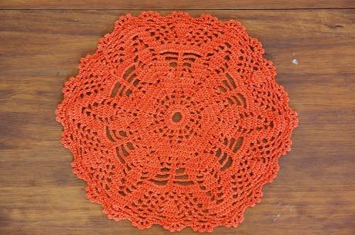 スウェーデンで見つけた手編みドイリー(ラウンド)/オレンジの商品写真