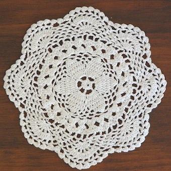 スウェーデンで見つけた手編みドイリー(お花の形)/ホワイトの商品写真