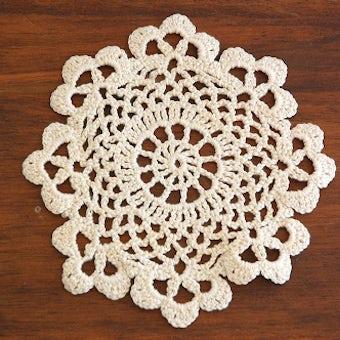 スウェーデンで見つけた手編みドイリー(ラウンド)/クリーム色の商品写真