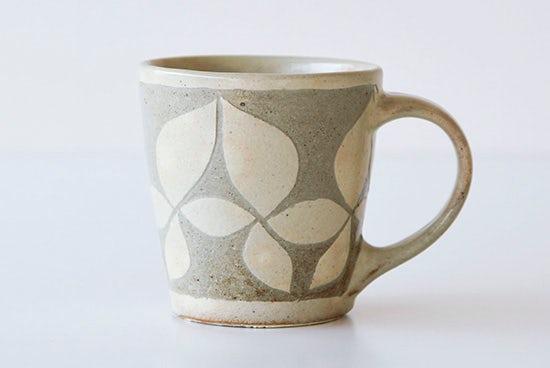 【取扱い終了】岡田崇人/掻落し/草花文/マグカップの商品写真