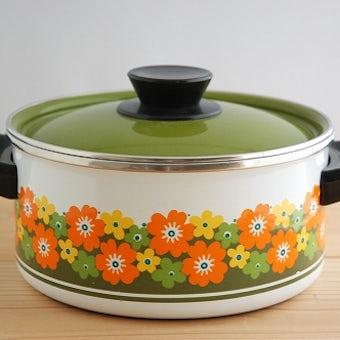 スウェーデンで見つけたグリーンとオレンジの花模様が可愛いホーロー両手鍋の商品写真