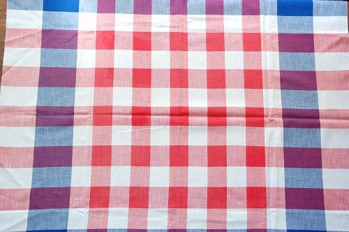 フィンランドで見つけたチェック模様のテーブルクロスの商品写真