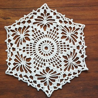 フィンランドで見つけた手編みドイリー(六角形ホワイト)の商品写真