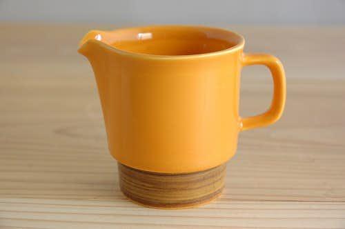 フィンランドで見つけた橙色の可愛らしいクリーマーの商品写真