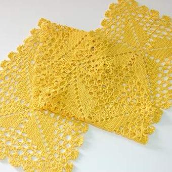 スウェーデンで見つけた手編みのテーブルランナーの商品写真
