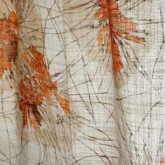 スウェーデンで見つけたカーテン(ベージュ&オレンジの花模様)の商品写真