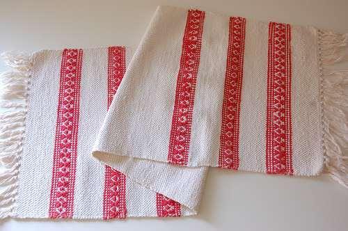 スウェーデンで見つけた裂き織りのマット(ホワイト×レッド)の商品写真