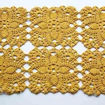 スウェーデンで見つけた手編みセンターマット(黄土色)の商品写真