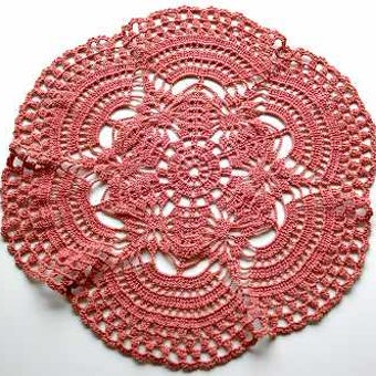 スウェーデンで見つけた手編みセンターマット(ピンク)の商品写真