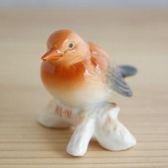 スウェーデンで見つけた陶器の小鳥のオブジェ(止まり木)の商品写真