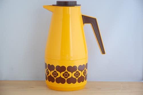 スウェーデンで見つけたプラスティック製ヴィンテージ魔法瓶(橙色)の商品写真