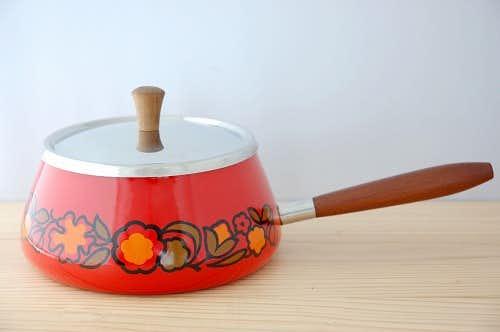 スウェーデンで見つけたホーロー製の可愛い片手鍋の商品写真