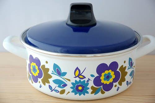 スウェーデンで見つけた花柄のホーロー両手鍋(ブルー)の商品写真