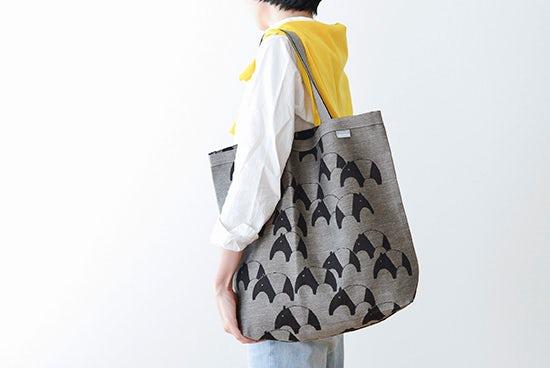 【次回8月入荷予定】LAPUAN KANKURIT/ラプアン・カンクリ/トートバッグ/バク柄(ブラック×ナチュラル)の商品写真