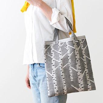 【次回10月下旬入荷予定】LAPUAN KANKURIT / ラプアン・カンクリ / トートバッグ / 白樺柄(ホワイト×ブラック)の商品写真