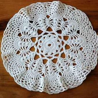 スウェーデンで見つけた手編みのドイリー(ホワイト)の商品写真