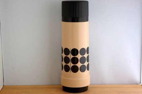 スウェーデンで見つけたプラスティック魔法瓶(ブラウン&ベージュ)の商品写真