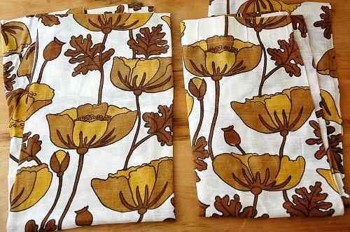 スウェーデンで見つけたカーテン2枚セット(ブラウン花柄)の商品写真