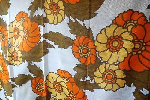 スウェーデンで見つけたカーテン2枚セット(イエロー&オレンジ花柄)の商品写真