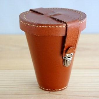 スウェーデンで見つけた革製カバーに入ったピクニックカップセットの商品写真