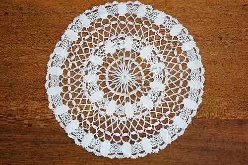 スウェーデンで見つけた手編みドイリー(ホワイト、ラウンド)の商品写真