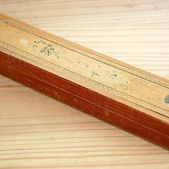 スウェーデンで見つけた古い木製ペンケースの商品写真