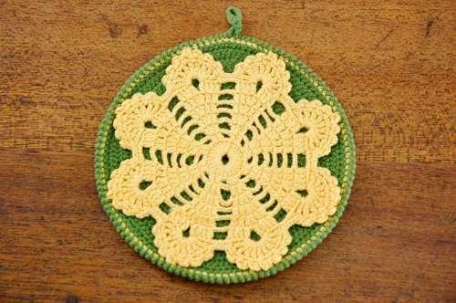 スウェーデンで見つけた手編みポットホルダー(グリーン&イエロー)の商品写真