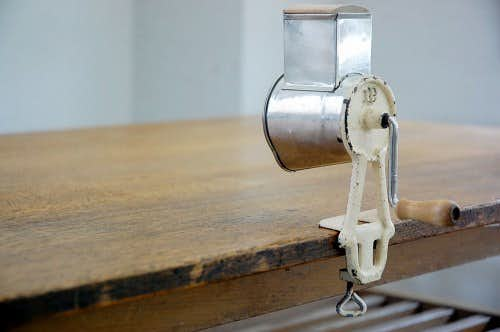 スウェーデンで見つけた卓上アーモンドミル(チーズ削り機)の商品写真