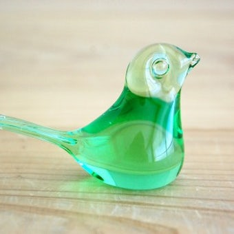 スウェーデンで見つけたガラスの小鳥オブジェ(グリーン小)の商品写真