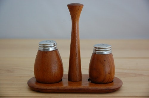 スウェーデンで見つけたチーク材の卓上調味料セット(ソルト&ペッパー)の商品写真
