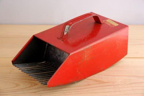 スウェーデンで見つけた古いブルーベリー摘みの道具の商品写真