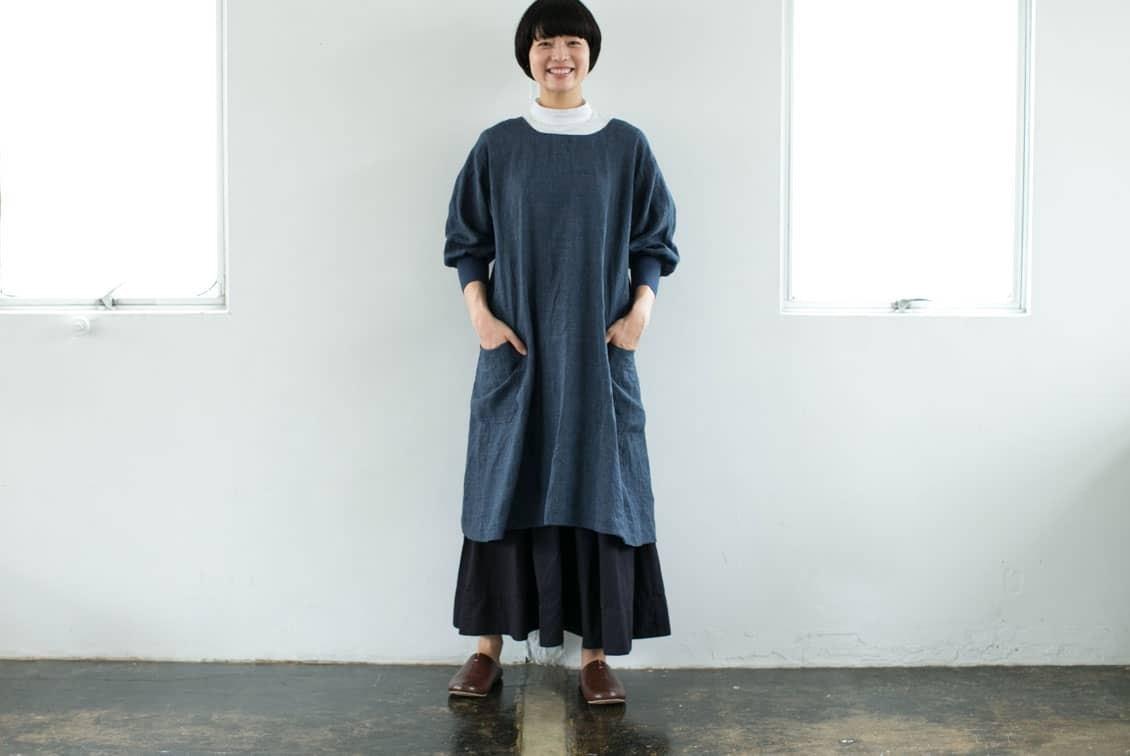 「キッチン、玄関、ちょっとそこまで」羽織りにもなる2WAYリネンかっぽう着(ネイビー)/ KURASHI&Trips PUBLISHINGの商品写真