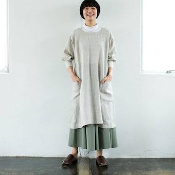 【次回入荷未定】「キッチン、玄関、ちょっとそこまで」羽織りにもなる2WAYリネンかっぽう着(ベージュ)/ KURASHI&Trips PUBLISHINGの商品写真