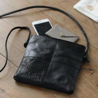 yes/イエス/スクエア サコッシュバッグ(ブラック)の商品写真