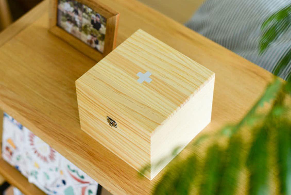 「おくすり袋も見やすくスッキリ」木の薬箱の商品写真